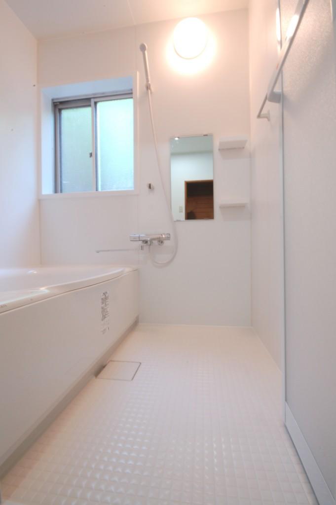 白で統一して清潔感抜群♪浴室・洗面リフォーム工事!!