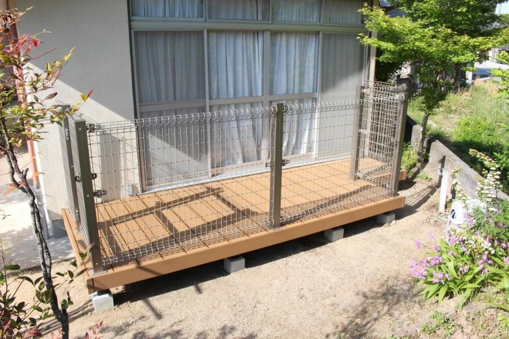 ペットのために開放的な人工木デッキを新設!デッキ新設工事!