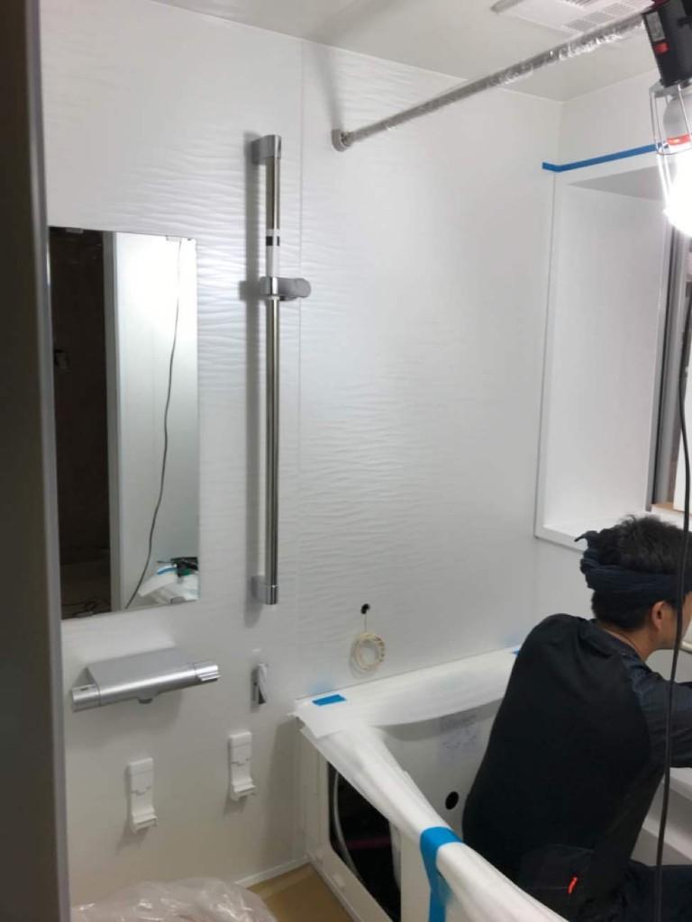 ウェーブホワイトのアクセントで明るくお洒落に変身♪浴室・洗面リフォーム工事!!
