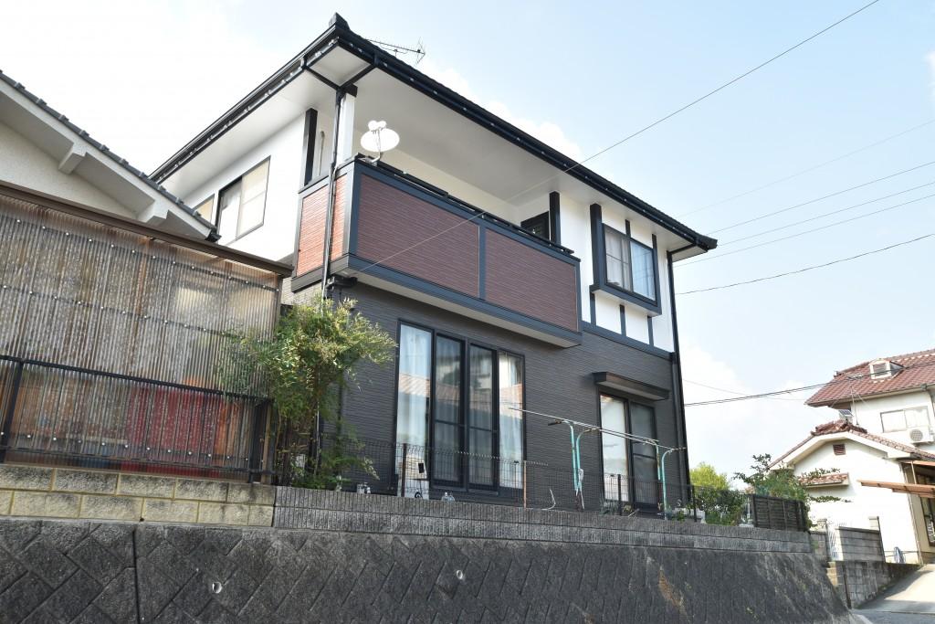 こだわりの塗り分けで美しい外壁に!!外壁・屋根塗装工事♪
