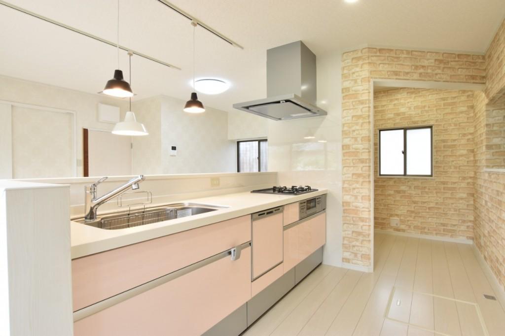 間取り変更で快適な住まいに大変身!1階水廻りリフォーム&外壁塗装工事!