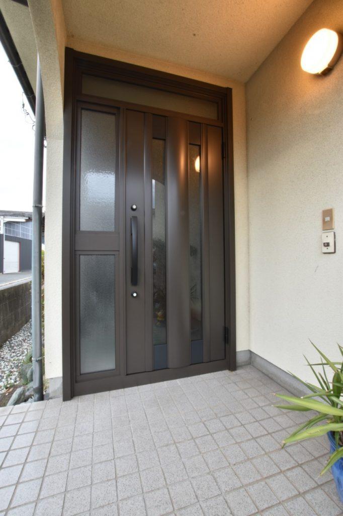 たった1日で新しい玄関に取替え!玄関ドアリフォーム工事!