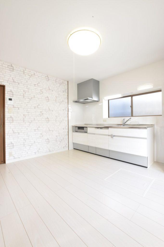 白を基調とした明るいキッチン空間!LDK廊下トイレ工事!