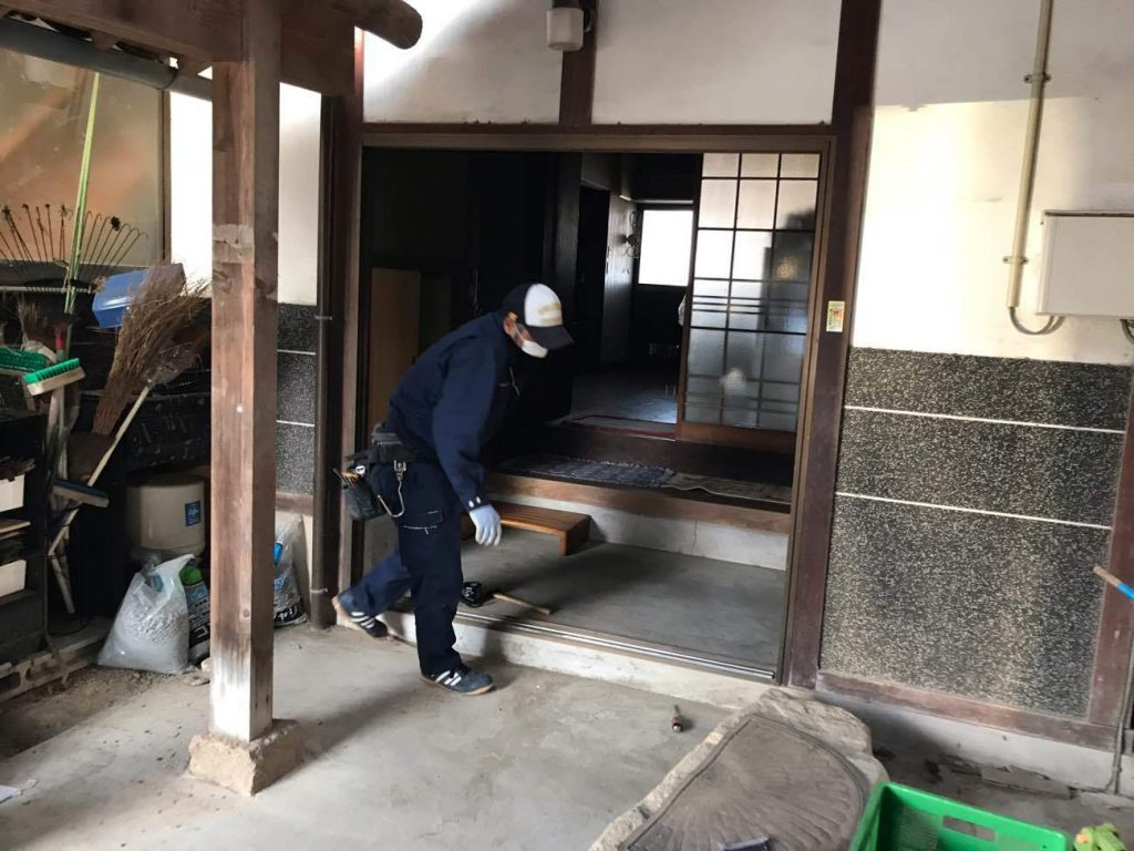動きの悪くなった玄関ドアを取替!玄関・勝手口リフォーム工事!