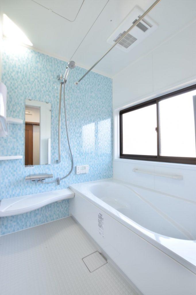清涼感あるアクアモザイクのパネル!浴室洗面所工事!